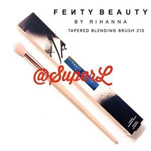 2/$30 Fenty TAPERED BLENDING BRUSH 210 Eyeshadow